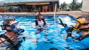 pool training for the new full face dive mask with bernprop in palau
