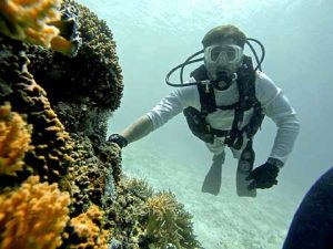 safety stop on a coral head in palau with bentprop.org